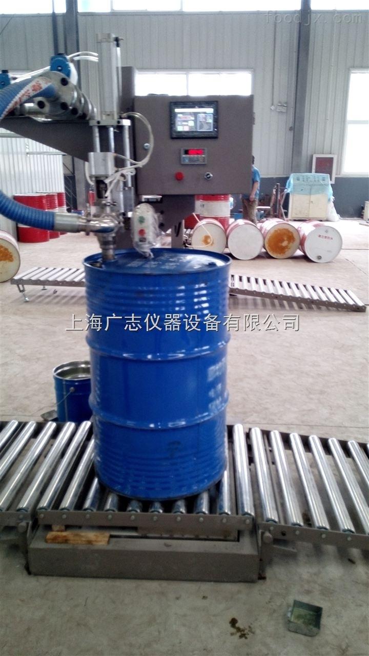 200升自动称重灌装机、桶装灌装机、灌装机设备、灌装机厂家 基本参数 最大秤量:300kg 最小感量:0.1kg 灌装范围:10-300kg 灌装误差: 0.1% 灌装速度: 40-60桶/h(视流速和脉冲力) 枪头材质: SUS304不锈钢(可选SUS316L) 适用容器: 600xh1000mm 使用电源:AC220/50Hz 使用气源:0.