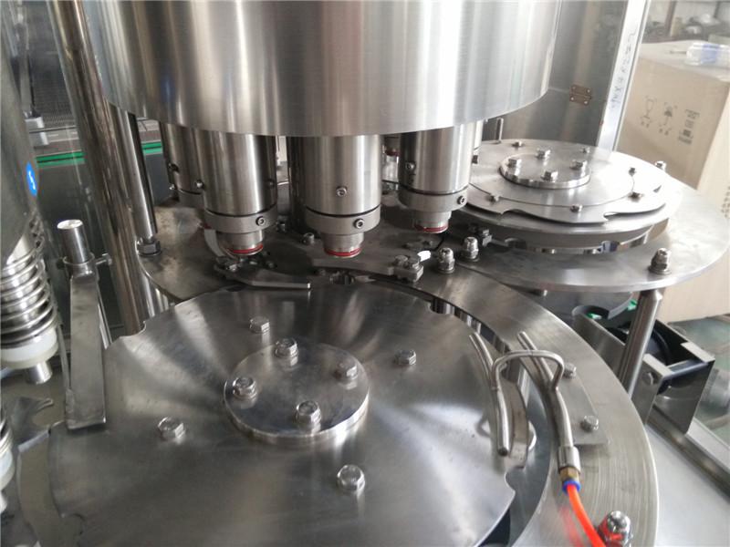 具有供盖系统自动控制,灌装温度自动检测,物料高温报警,低温停机并
